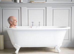 convincing elderly to bathe