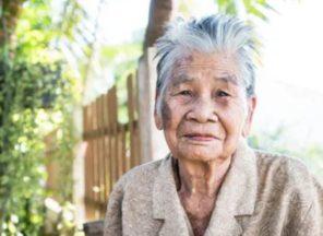 elderly refuses to bathe